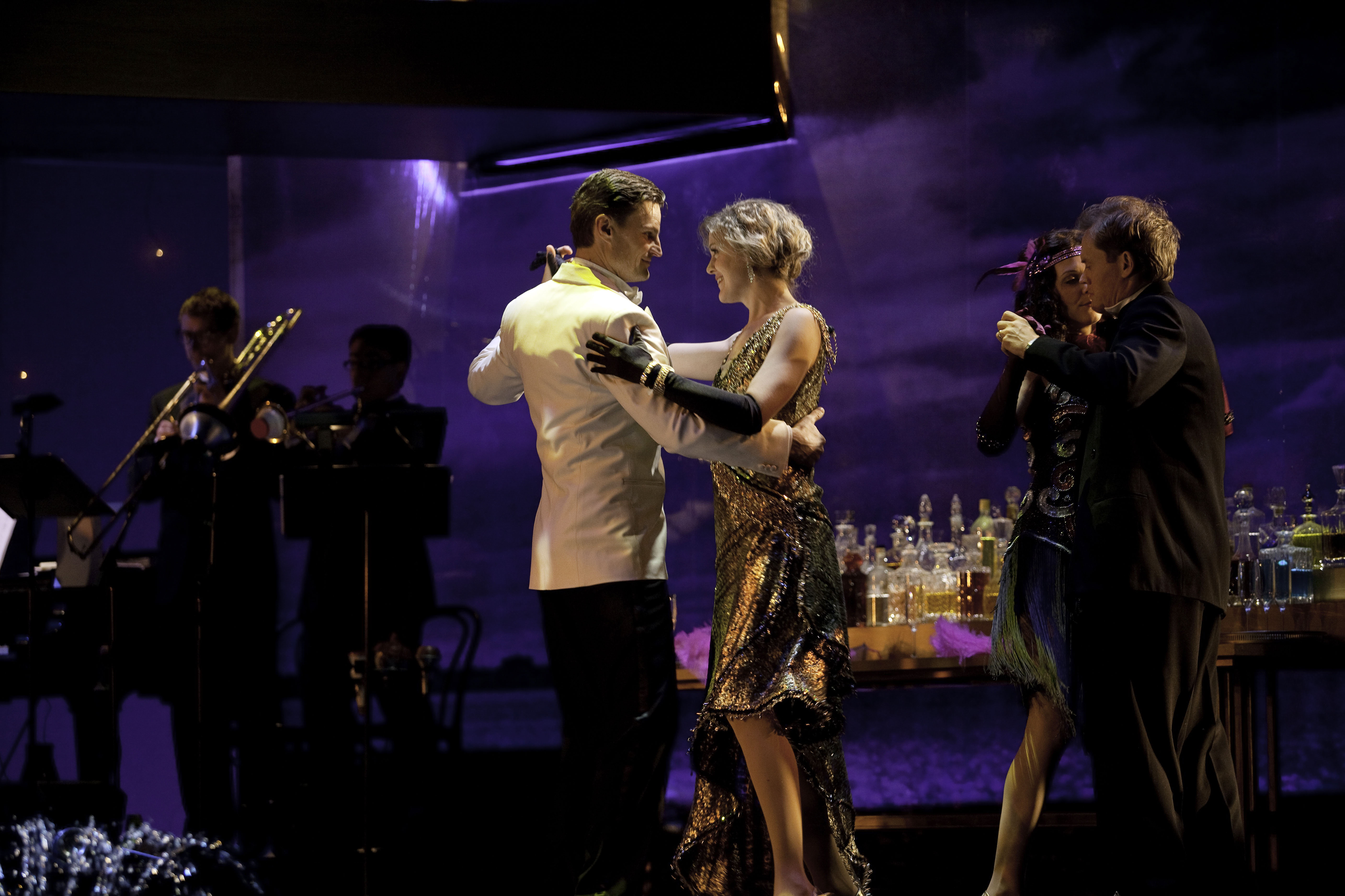 the plight of daisy a review of the great gatsby Do you believe a relationship between gatsby and daisy to  all of those are fantastic essay topics for the great gatsby,  here is the best edubirdiecom review.